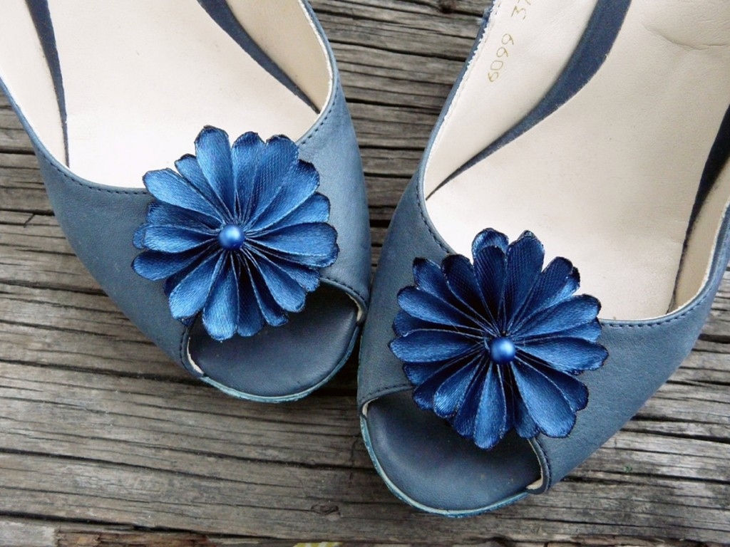 Blue-flower-shoe-clips