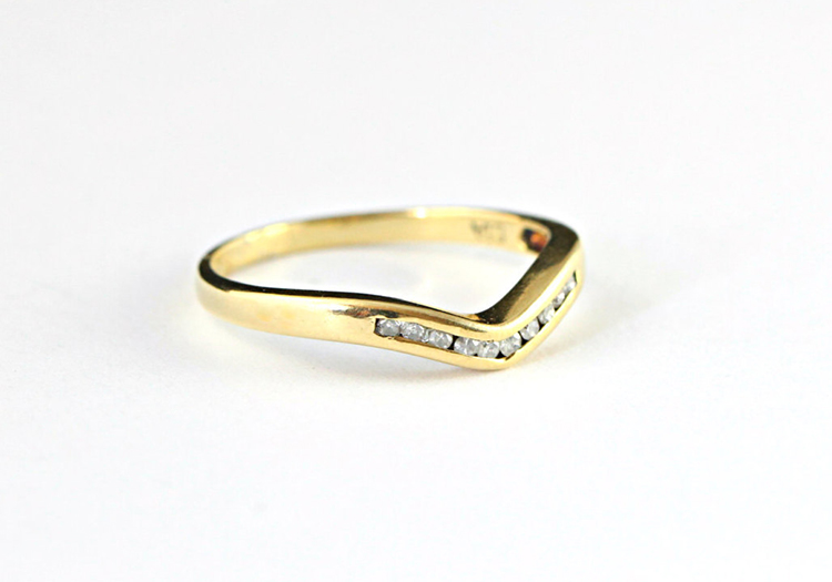Channel engagement ring