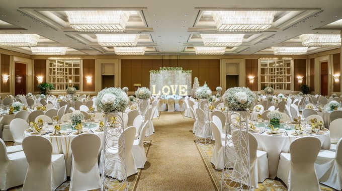 Conrad Centennial Singapore Wedding Love Theme with aisle_DI