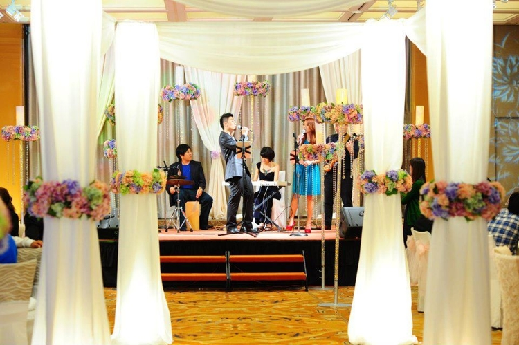 Wedding singers and bands in Singapore: Sparkle Live Music