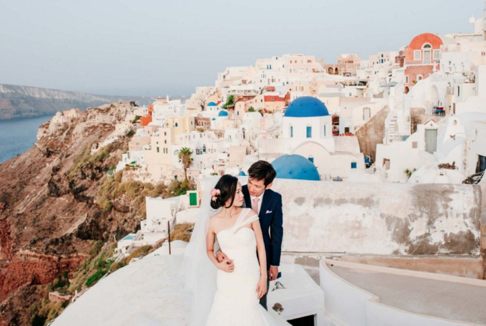 Destination pre-wedding shoots Santorini