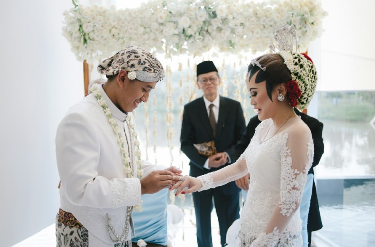 Sundanese Wedding Dress
