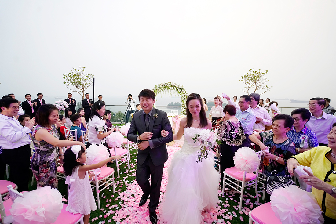 Real Weddings Singapore: Real Wedding: Clara And Lawrence's Romantic Garden And