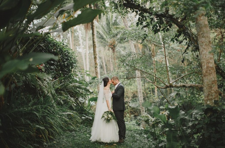 Real wedding in Bali: Soma and Isaac's intimate, rustic ...