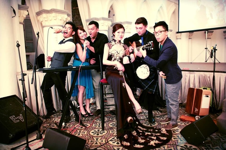 Wedding singers and bands in Singapore: Merry Bees Live Music